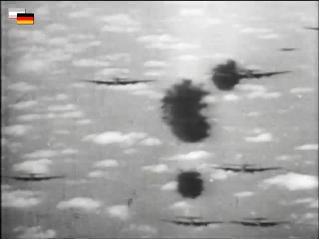 CombatFootage, Warplanesnuffporn, Luftwaffe fighter attacks a B-17 formation head-on in close proximity to