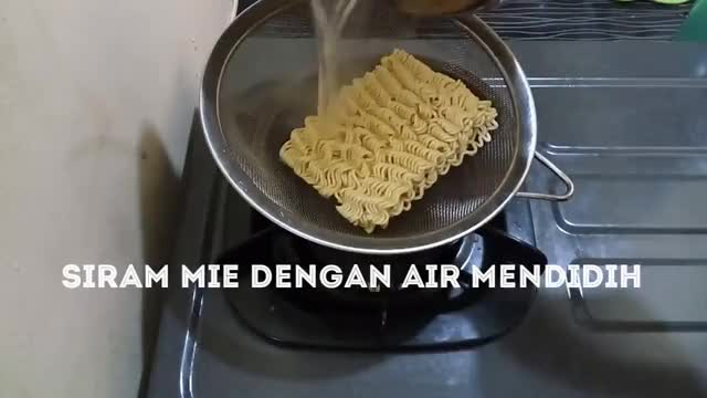 Watch Indonesian Food Noodles with Egg INDOMIE - Cara masak Mie Instan Yang Enak GIF on Gfycat. Discover more related GIFs on Gfycat