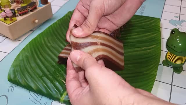 Watch and share 9 Layer Indonesian Steamed Cake | Mocha Flavour By Simply Flavour GIFs by simply flavour on Gfycat