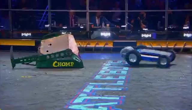 Yeti vs. Chomp - BattleBots GIFs