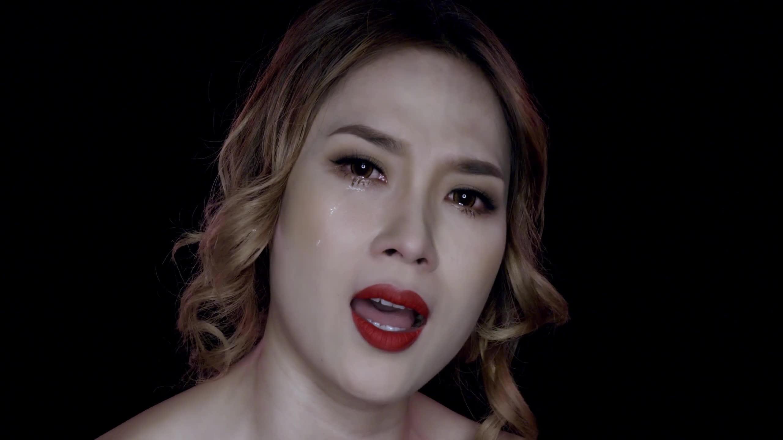 Chẳng cần đợi tới MV One Shot, Mỹ Tâm từng khóc nức nở ngay trên sân khấu thế này