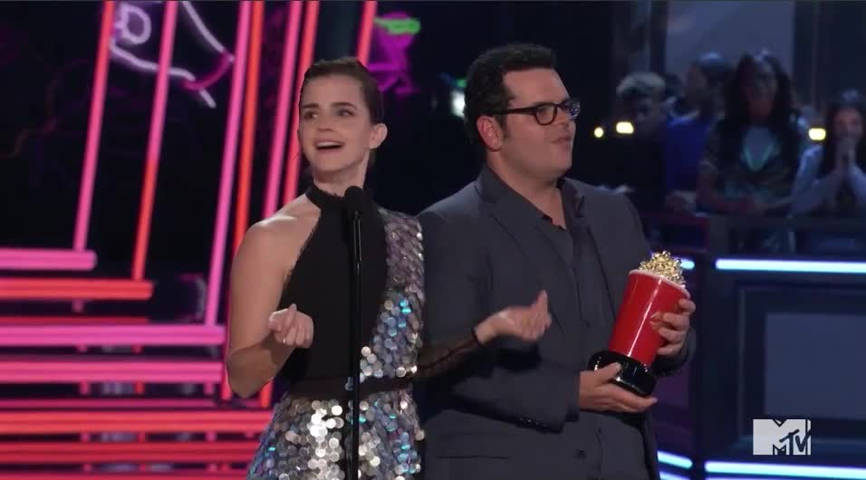 Emma Watson, Josh Gad, MTV Awards, MTV Awards 2017, MTVAwards, MTVAwards2017, looking, search, where?, Emma and Josh searching MTV Awards 2017 GIFs