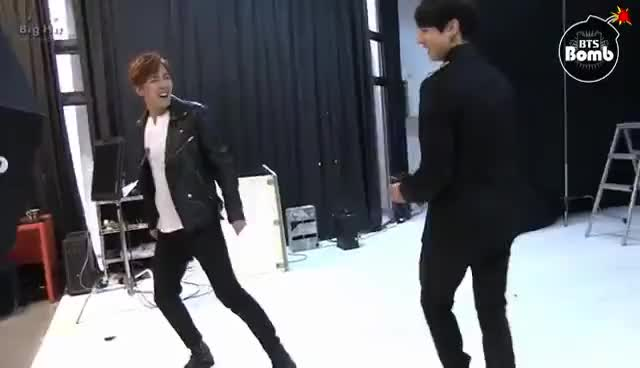 BANGTAN BOMB] stretching doing dance in BTS free time GIF