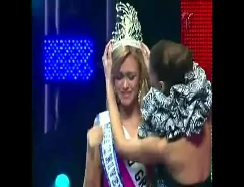 Watch pr GIF on Gfycat. Discover more 2010, Crowning, Mariana, Miss, Puerto, Rico, Universe, Vicente GIFs on Gfycat