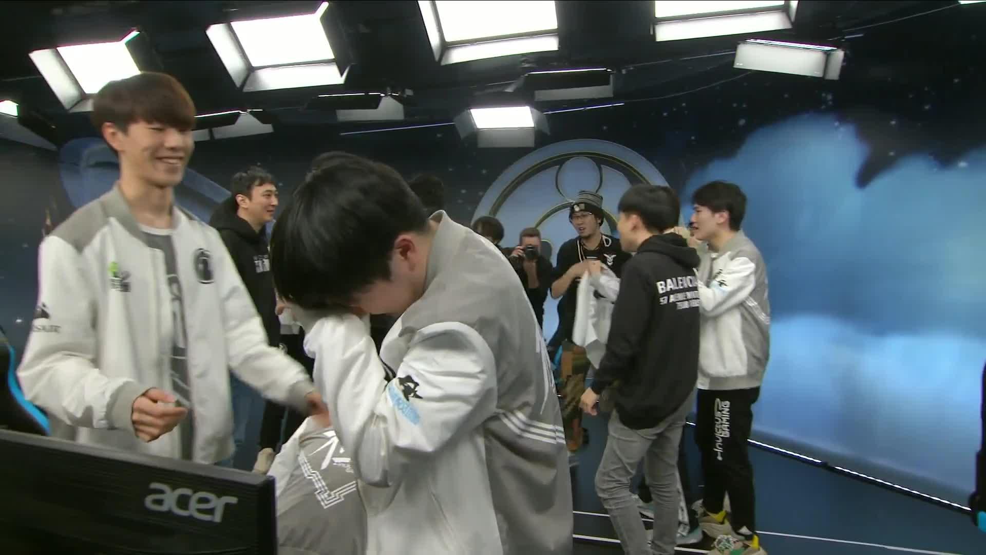 Riot Games, hugs, HUGS GIFs