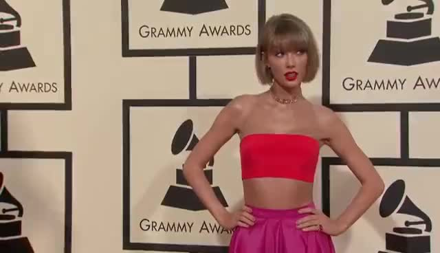Taylor Swift red carpet 2016., red carpet, taylor swift red carpet 2016., Taylor Swift red carpet 2016. GIFs