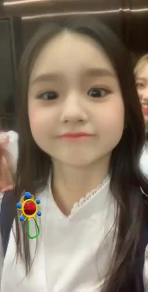 Watch and share Celebs GIFs and Heejin GIFs on Gfycat