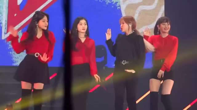 Watch and share [FANCAM] 1800421 Red Velvet - Red Flavor @ Best Of The Best 2018 Taipei (1080p 30fps H264-128kbit AAC) Group 1 GIFs by tozima95 on Gfycat