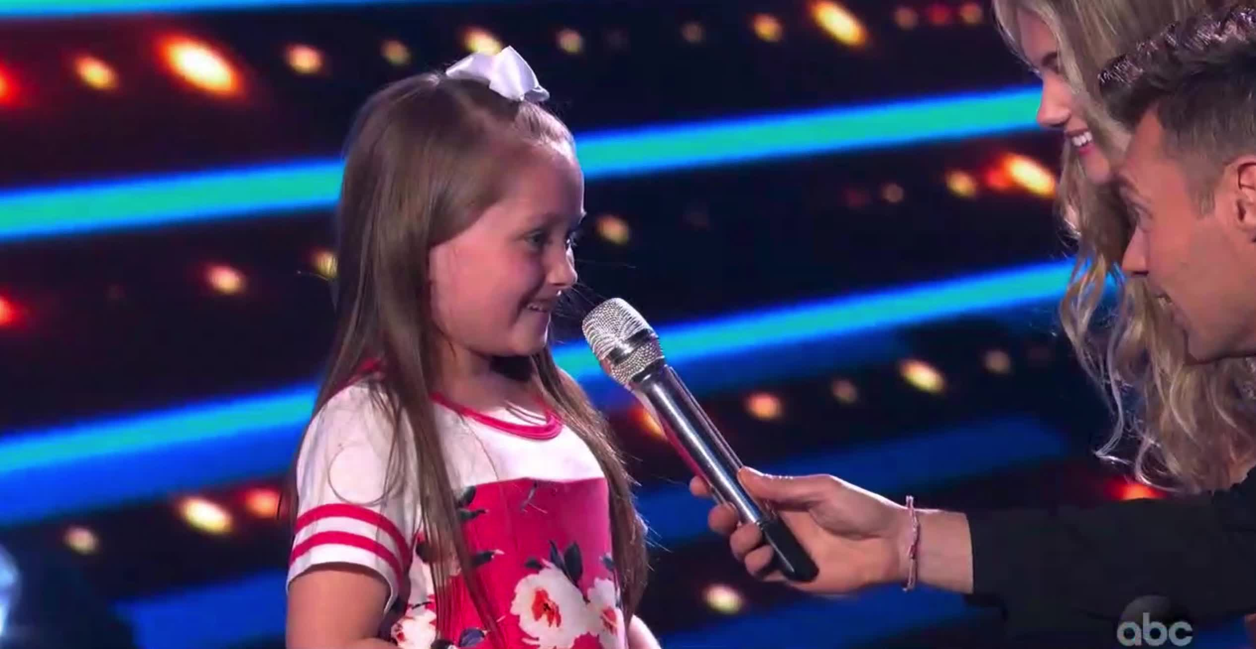 american idol, american idol season 17, americanidol, cute, happy, katy perry, lionel richie, luke bryan, riley thompson, ryan seacrest, season 17, American Idol Riley Happy Little Sister GIFs