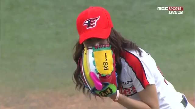 Watch and share Baseball GIFs and 한혜진 시구 GIFs on Gfycat