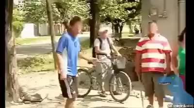 Gordo se hace el piola con policia .