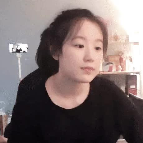 Watch and share 수수한 여자아이들 슈화 GIFs on Gfycat