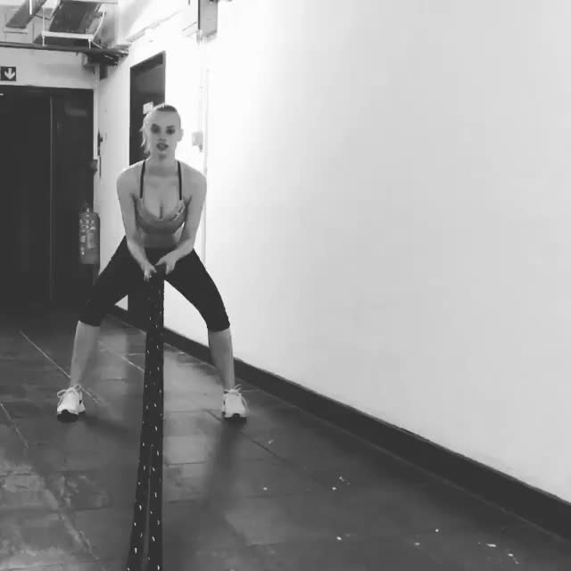 Watch Dioni Tabbers crossfitting GIF by Unsurprised (@unsurprised) on Gfycat. Discover more Dioni Tabbers, celeb, celebs, crossfit, dionitabbers, exercise, model, models, randomsexygifs, ropes, watchitfortheplot, working out, workout GIFs on Gfycat