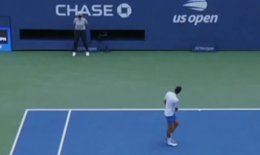 Novak Djokovic Disqualified From Us Open After Hitting Line Judge In Throat With Gfycat