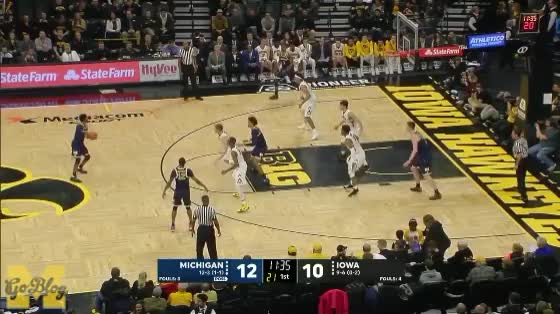 Watch Livers Zone Assist GIF by MGoBlog (@mgoblog) on Gfycat. Discover more 2017-18, Basketball, Iowa, Isaiah Livers, Michigan, Muhammad-Ali Abdur-Rahkman, Zone Offense GIFs on Gfycat