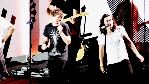 columbus, harry and louis, harry styles, larry stylinson, louis tomlinson, mine, one direction, puzzle pieces, Columbus 18.08 GIFs