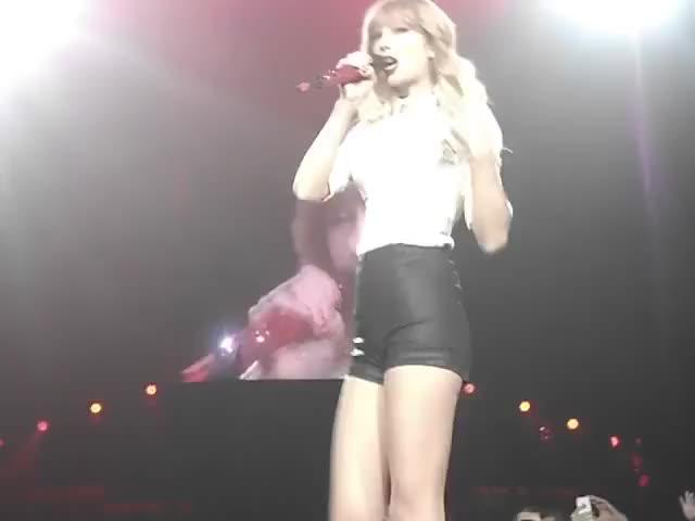 Watch Taylor Swift  Red Red Tour. GIF by Taylor Swift Fan (@taylorswiftfan13) on Gfycat. Discover more red, taylor swift, taylor swift  red red tour. GIFs on Gfycat