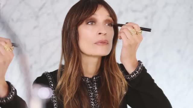 Watch this makeup GIF by LNV - Misteri De La Infanta  (@cleopatra) on Gfycat. Discover more chanel, chanel шанель, le visage, makeup, visage, визаж GIFs on Gfycat