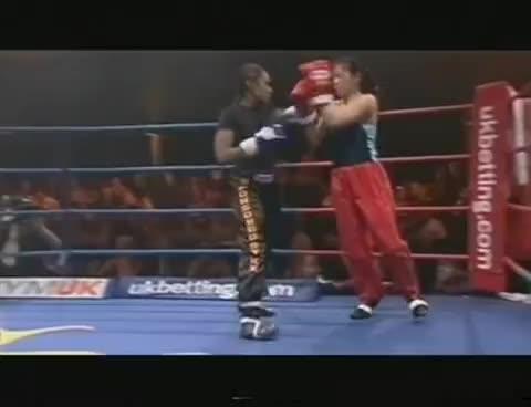 Kelle Bryan vs Ann Kuan [Kickboxing] GIFs