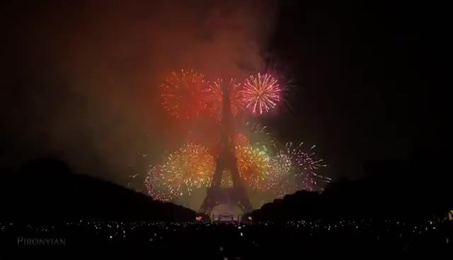 bastille day, happy bastille day, La Fête nationale française - Paris - Tour Eiffel - 14 juillet 2015 (Feu d'artifice) GIFs