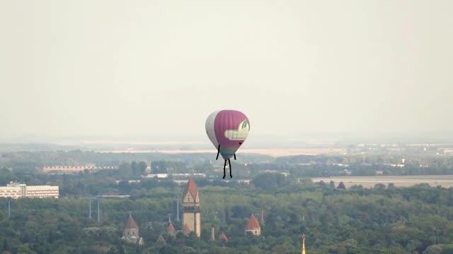 Watch and share Heißluftballon Doodle GIFs on Gfycat