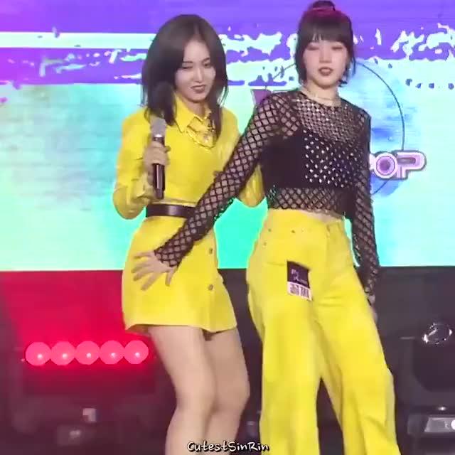 gfriend - SinB And Yerin Sexy Dance