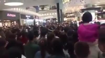 Sau Noo Phước Thịnh, Đông Nhi lại khiến trung tâm thương mại náo loạn