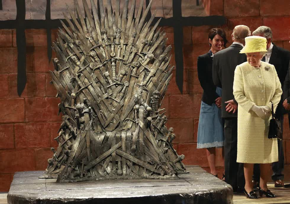 iron throne, The one true Queen with the Iron Throne : photoshopbattles GIFs