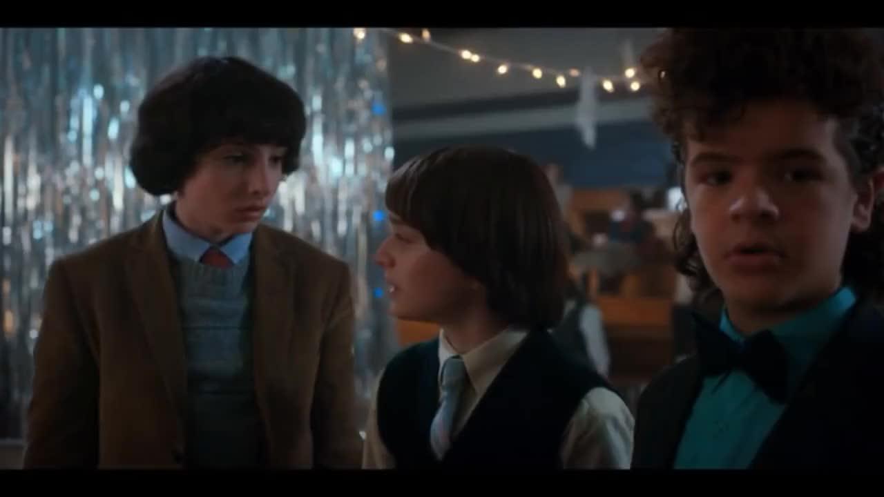 gaten matarazzo, strangerthings, Stranger Things Season 2 | Snowball dance HD | Mike dances with eleven,Dustin gets rejected GIFs