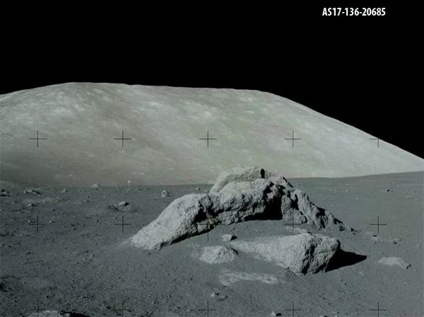 moon landing gifs find amp share on giphy - 600×448