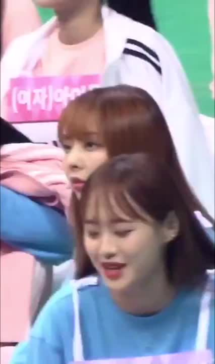 Watch and share Loona Chuu GIFs and Loona Vivi GIFs by Kuro | 구로카미 on Gfycat