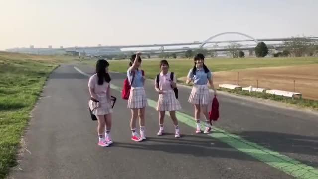 Watch and share Yamashita Mizuki GIFs and Ozono Momoko GIFs by skyward on Gfycat