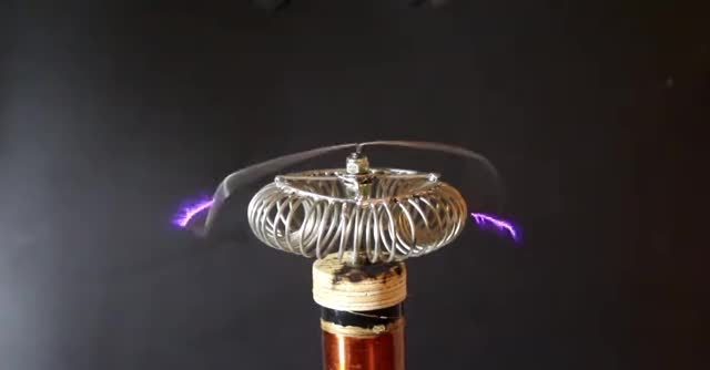 Watch and share Tesla Coil GIFs by psydex on Gfycat