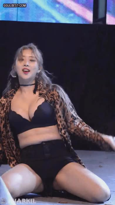 Watch and share 가슴 튕기는 레이샤 솜  GIFs on Gfycat