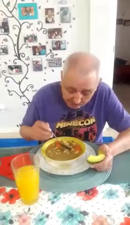 Watch and share Abuelo Comiendo Mucho GIFs on Gfycat