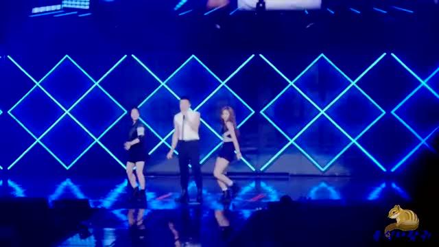 Watch and share 160806 JYP 네이션 콘서트 살아있네 트와이스 쯔위 다현 백댄서 풀캠 GIFs on Gfycat