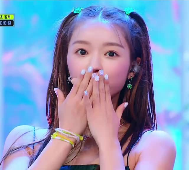 Watch and share Oh My Girl GIFs and Yooa GIFs by Max Power on Gfycat