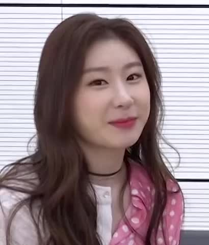 Watch and share Chaeryeong -200331 ITZY BEHIND 비하인드.ZIP KBS [tgjcrdOK6rc]-7 GIFs by masterfat on Gfycat