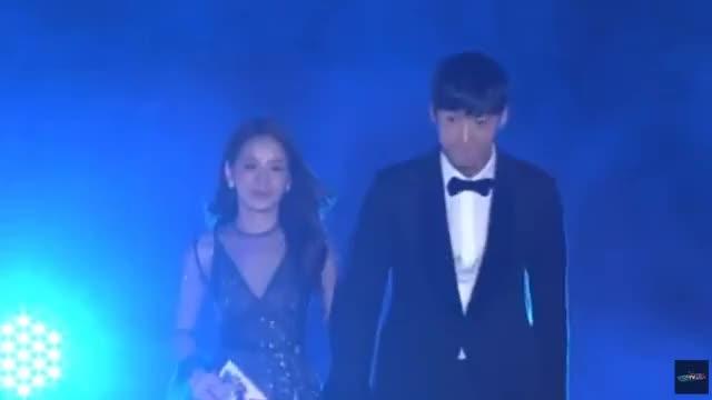 Watch Chi Pu sánh vai cùng Choi Jin Huk trao giải cho chủ nhân hit 'Apple Pen' GIF on Gfycat. Discover more chi pu GIFs on Gfycat