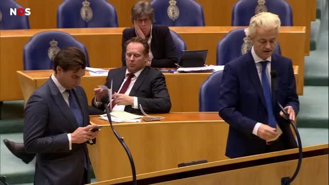 Watch and share [1280x720] Bruins Verlaat Kamer Na Onwelwording, Dankt Publiek Voor Steun NOS GIFs by napzka on Gfycat