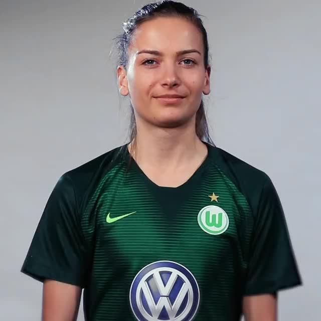 Watch and share Joelle Wedemeyer - Sauer GIFs by VfL Wolfsburg on Gfycat