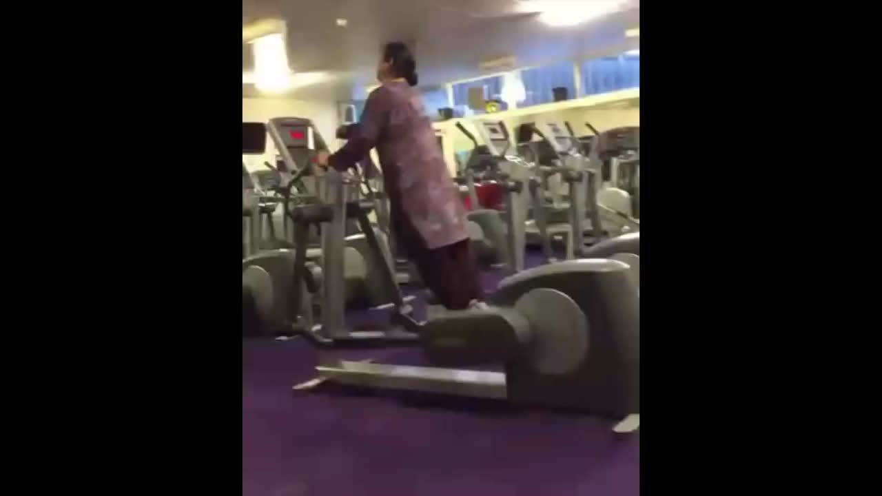 Elliptical Trainer, Fitness (Magazine), muscleconfusion, GYM FAIL! Indian Lady Improperly Operates an Elliptical Machine (Hilarious) GIFs