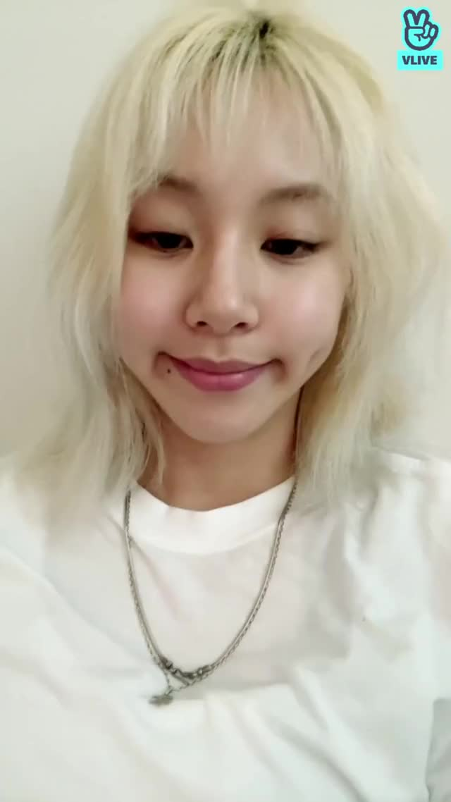 Watch and share Chaeyoung GIFs and Twice GIFs by Tito Boyet on Gfycat