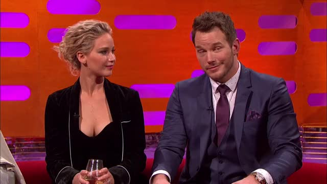 Watch and share Jennifer Lawrence Mirin' Chris Pratt GIFs by quzga123 on Gfycat
