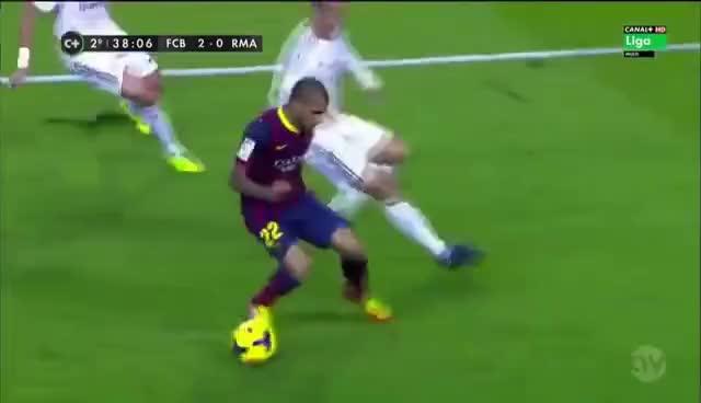 Watch and share Caño, Tunel De Dani Alves A Cristiano Ronaldo HD GIFs on Gfycat