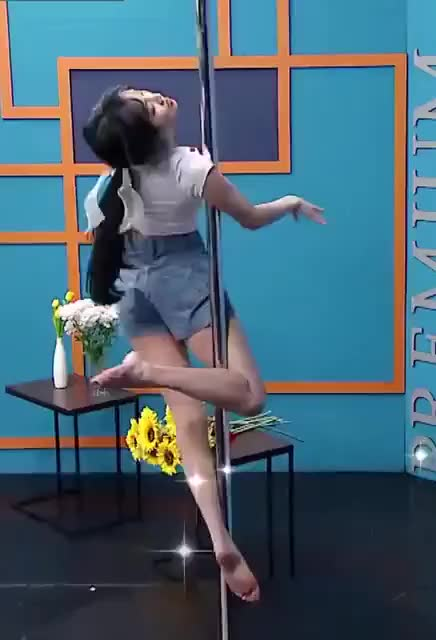 Watch and share Yuju Pole Dancing Barefoot GIFs by myblindy on Gfycat