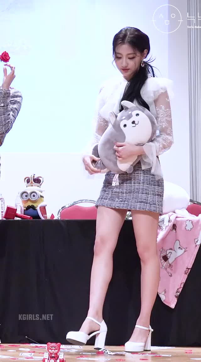 Watch yein-lovelyz-skirt-6-www.kgirls.net GIF by KGIRLS (@golbanstorage) on Gfycat. Discover more related GIFs on Gfycat