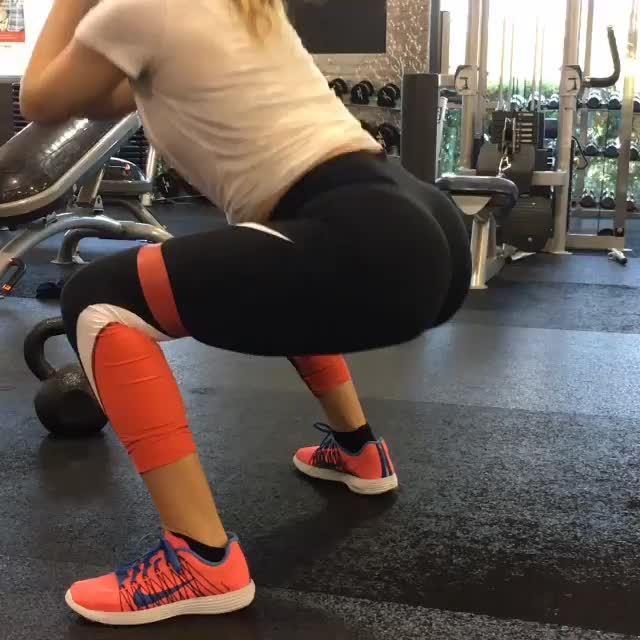 Aschmidt in leggings squatting, big juicy ass GIFs