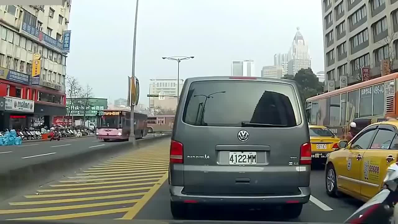 car, car in winter, cars, driver, drivers, new car, speed, truck, trucks drivers, winter roads, Best of How To Not Drive Your Car on Road GIFs