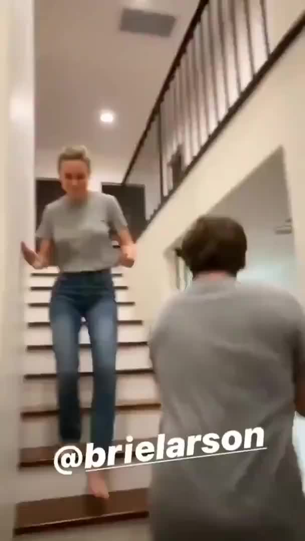 Brie Larson's big fabulous tits bouncing while she runs down the stairs, Super hot video!